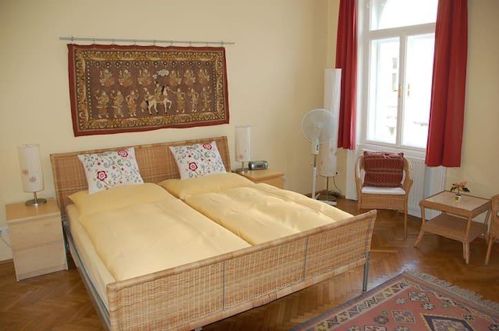 Stadtnest Bed & Breakfast - Wien - Viena - Bed & Breakfast