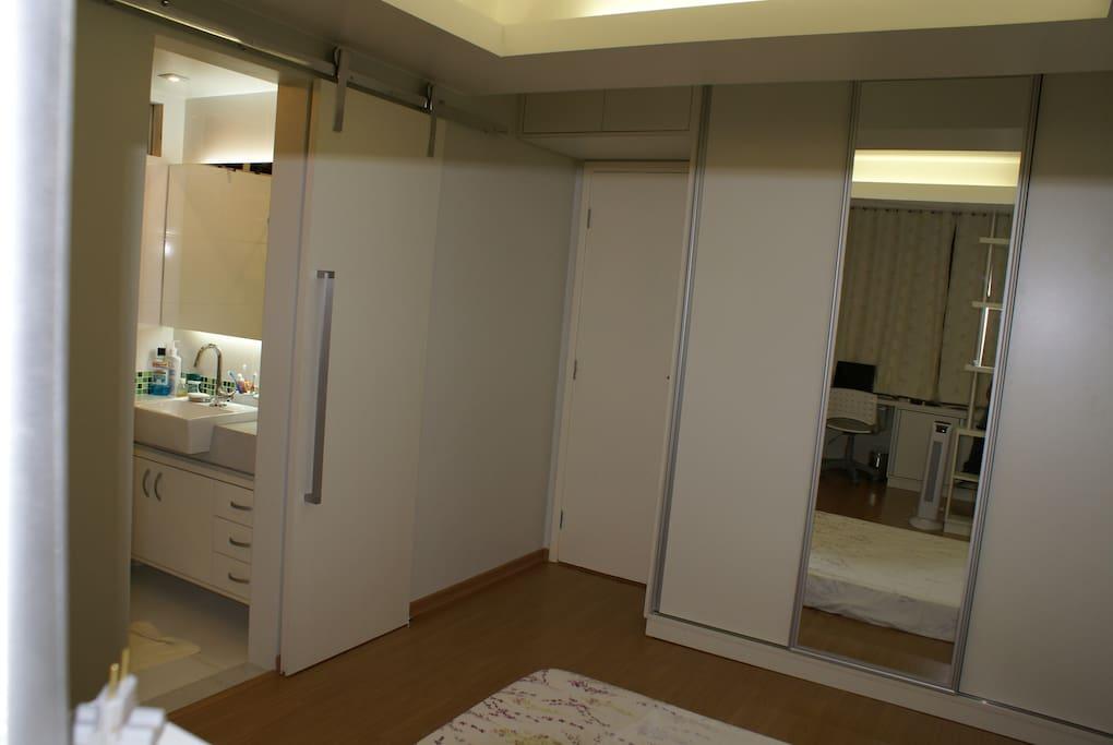 Banheiro e armário
