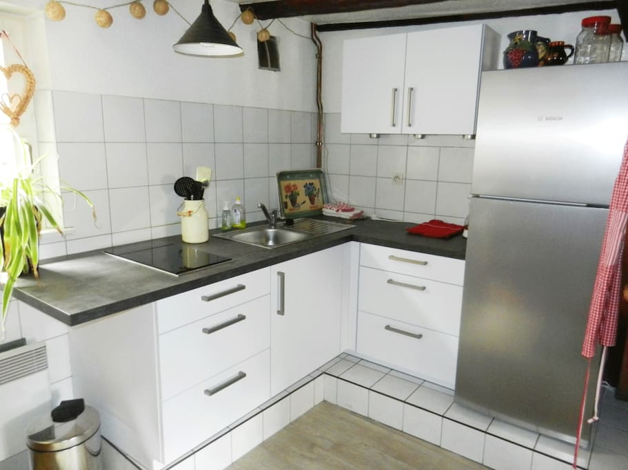 Une cuisine équipée et fonctionnelle
