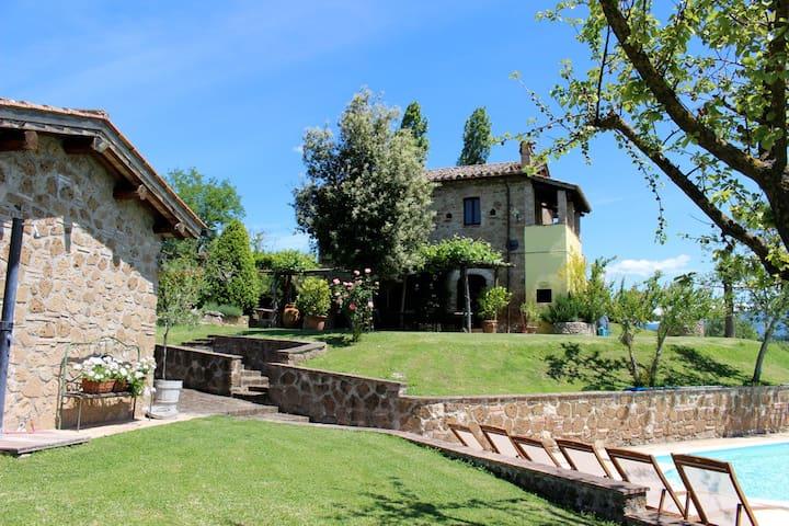 Unique country villa,  private pool, close to Rome