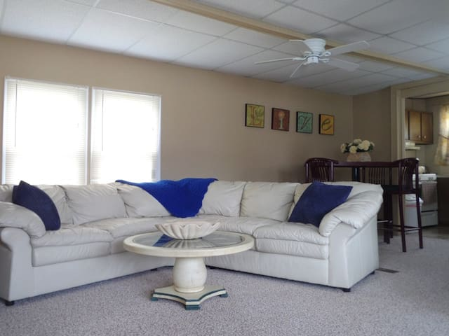HOME FOR RENT WITH BEACH ACCESS IN CASEVILE, MI