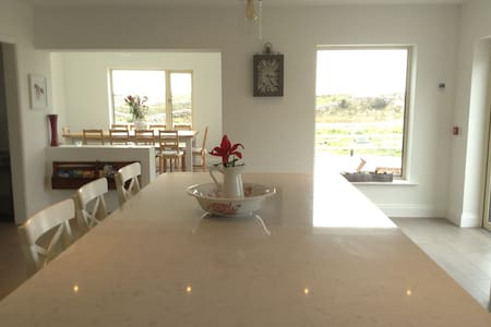 Stunning home minutes from beach - Carraroe - Ház