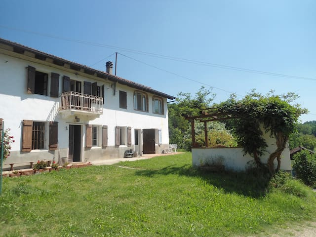 Farmhouse in Monferrato, near Asti