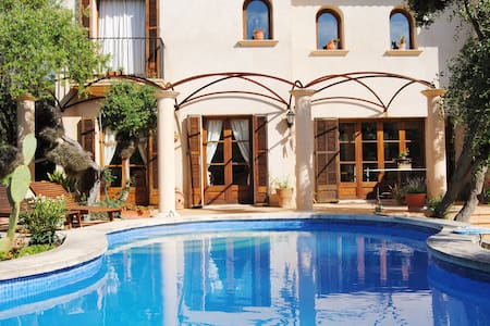 Casa con piscina y vistas al mar - Hus