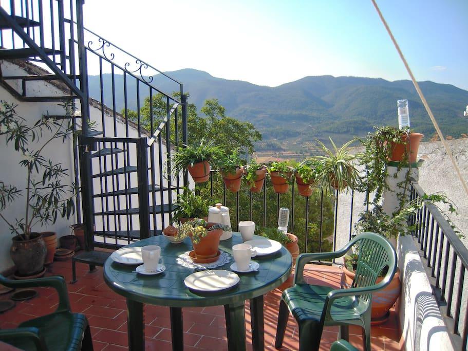 LA SUITE: Desde la terraza de la Suite tienes unas maravillosas vistas a la montaña y sol todo el día.