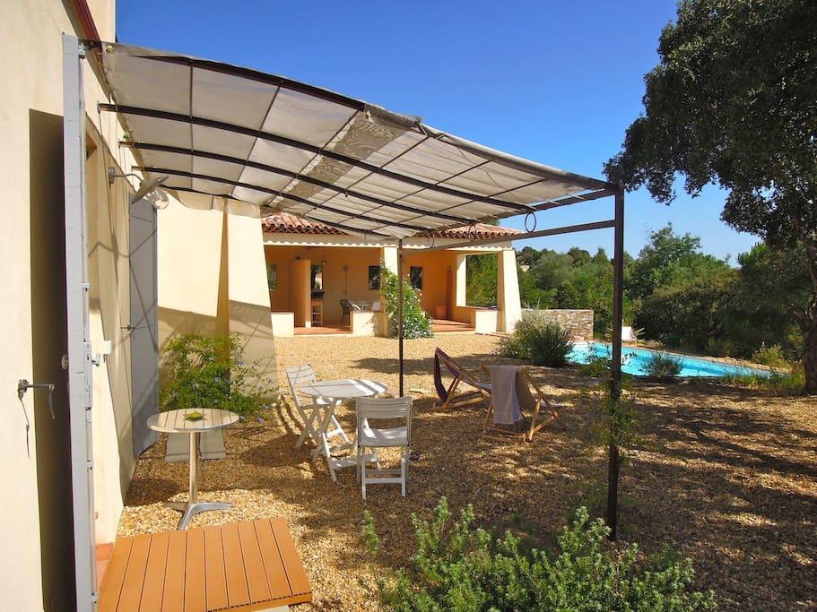 Studio clim 2 pers jardin et piscine villas louer for Camping bormes les mimosas piscine
