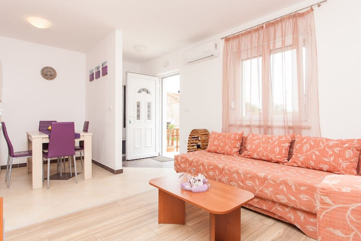 Cozy NEW apt with yard near Pula - Šišan - Apartment