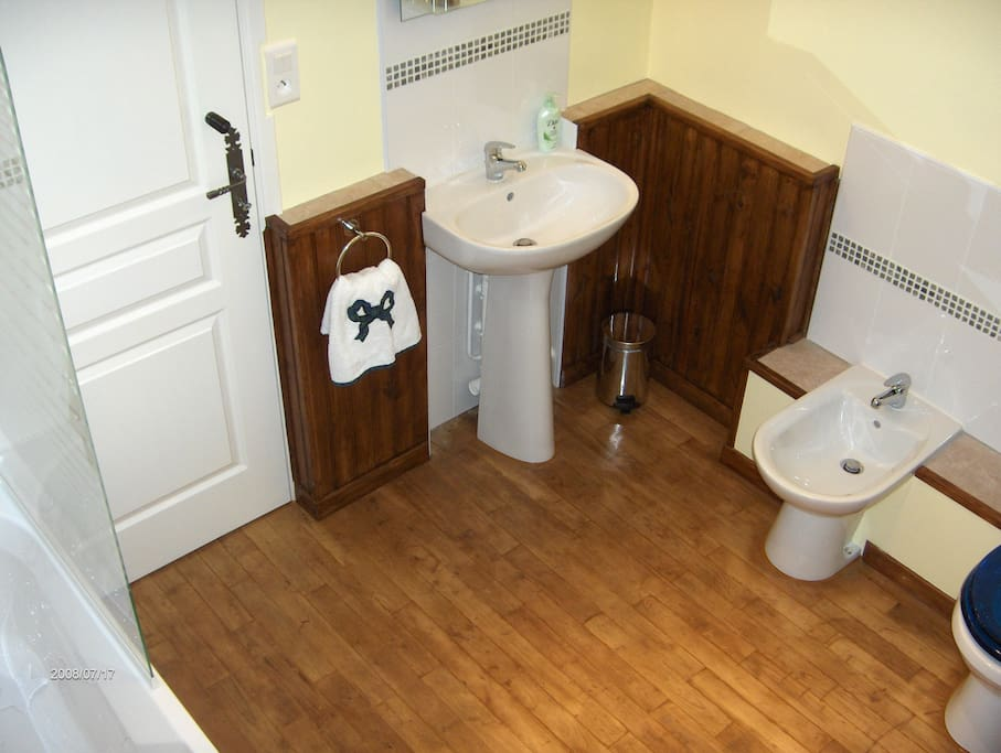 'Peyrafort Suite' en suite bathroom