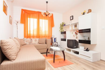 Cozy 2+2 app. with yard near Pula