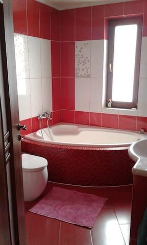 Уютный дом) - Nepolokivtsi - House