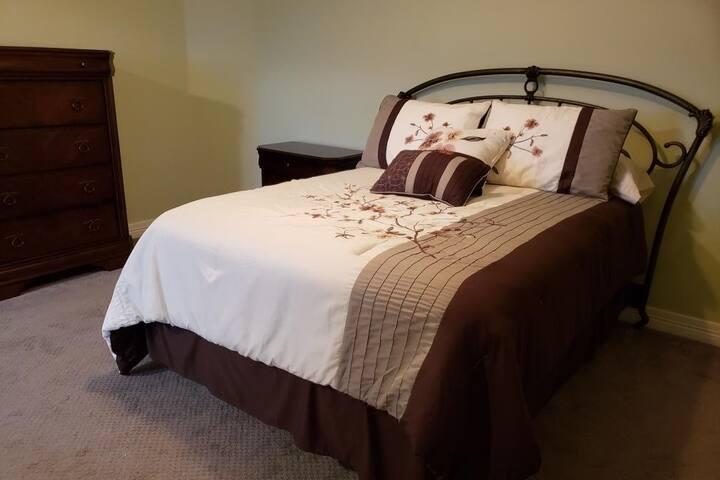CLEAN Spacious Luxury Private Room-Near BRANSON