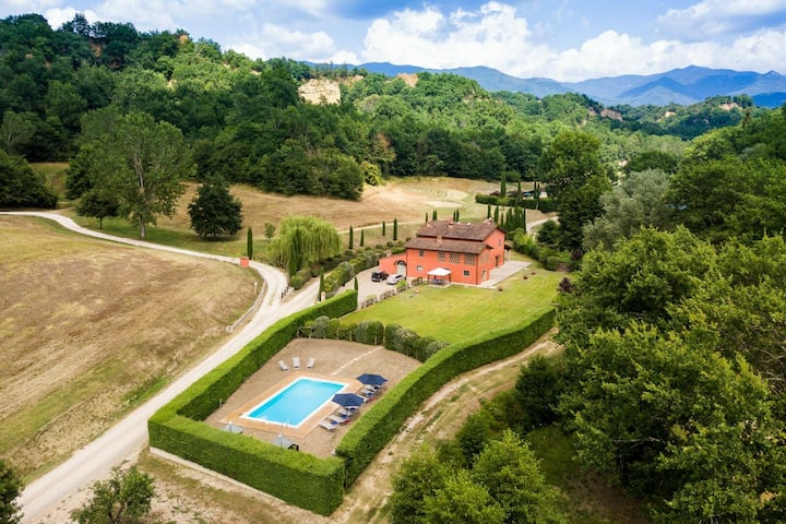 Villa in Tuscany for 16 People with Private Pool, Sauna