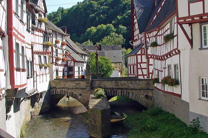 Fewo Gabriele - nahe Laacher See,  Rhein & Mosel