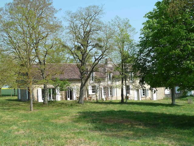 Gîte Les Barillots à 130km de Paris dans la nature - Verlin - Casa