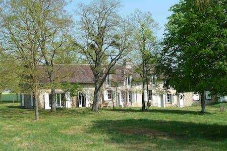 Gîte Les Barillots à 130km de Paris dans la nature - Verlin - Rumah