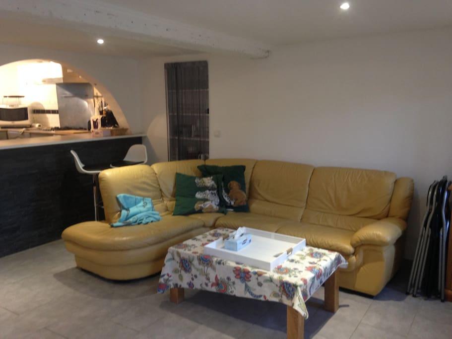 canapé d'angle dans la pièce à vivre