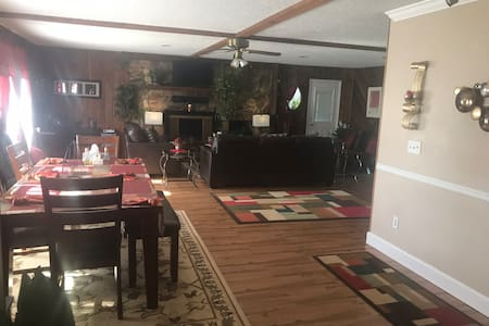 Couple getaway, home/1bed near Caverns state parks