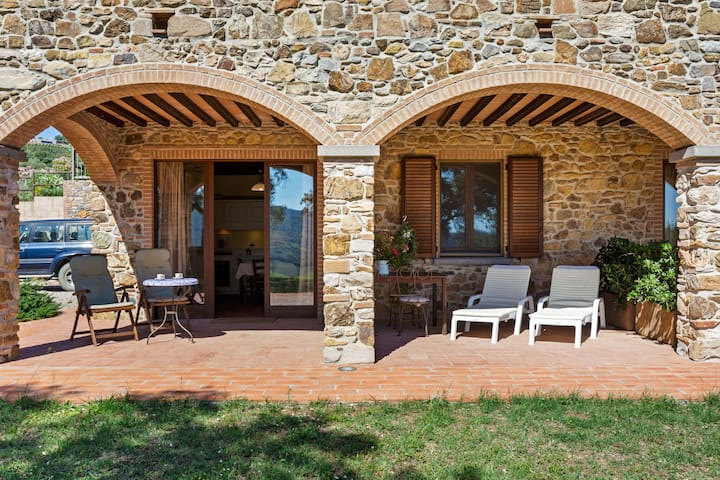 Spacious Farmhouse in Suvereto with Veranda
