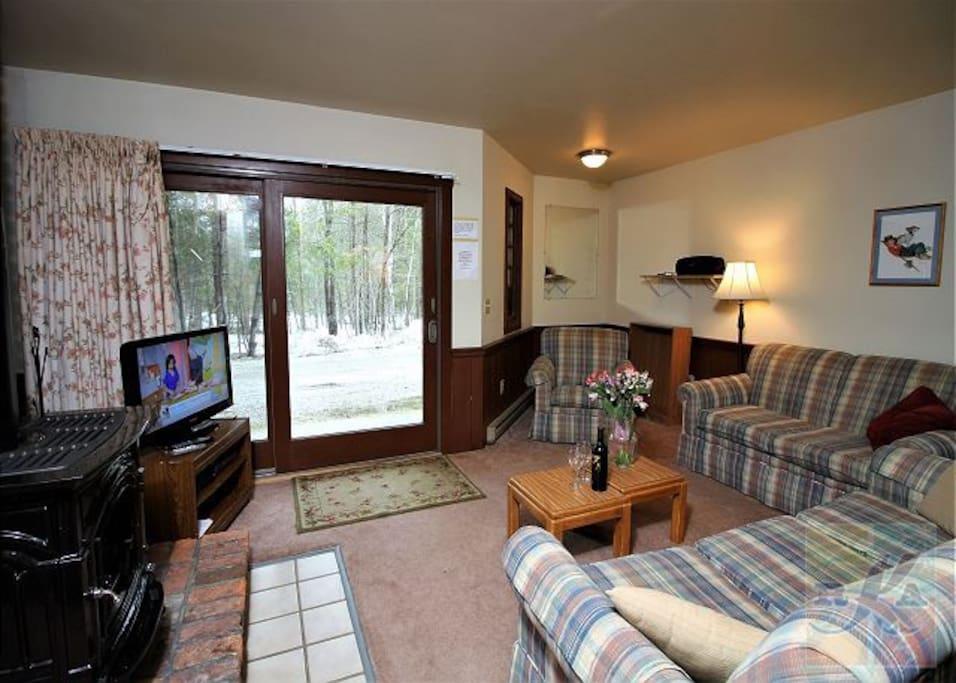 Killington Rental Associates - Spruce Glen A - Living Room