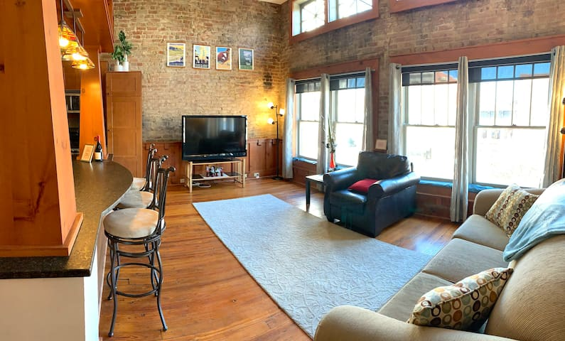 Historic Market Square Apartment With Private Roof