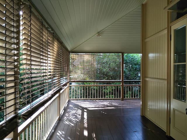Spacious heritage house close to the river and CBD