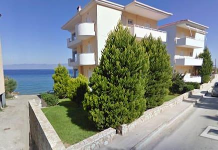 Derveni apartment by the beach - Leilighet