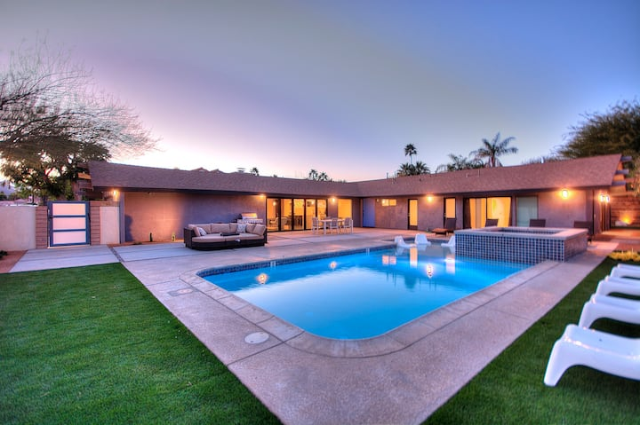 Private Oasis: 7bd/5ba Giant Mid-Century+Pool