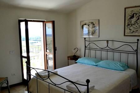 Camera matrimoniale con bagno/balcone vista mare 1 - Posada