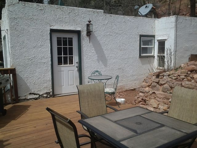 Manitou Springs carriage house (MiCUP 1704)