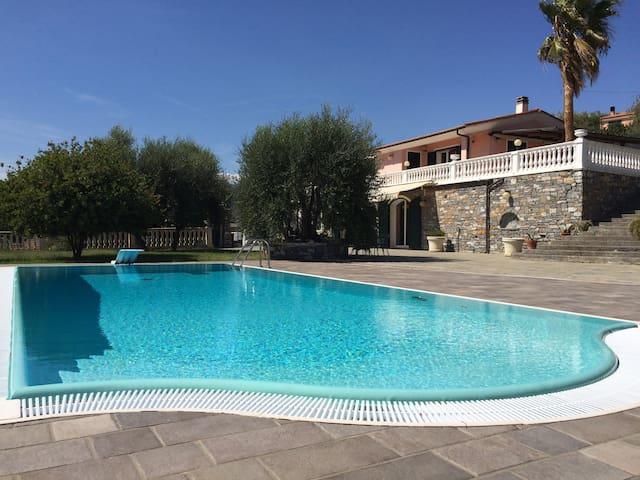Villa con piscina a Imperia, Italy