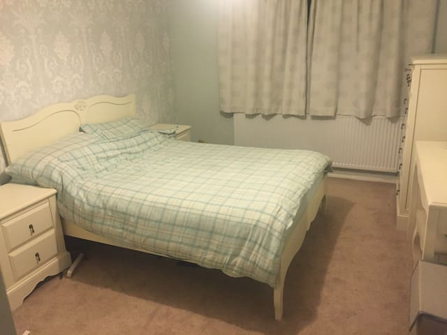 2 Bedroom Apartment family friendly - New Barnet - Wohnung