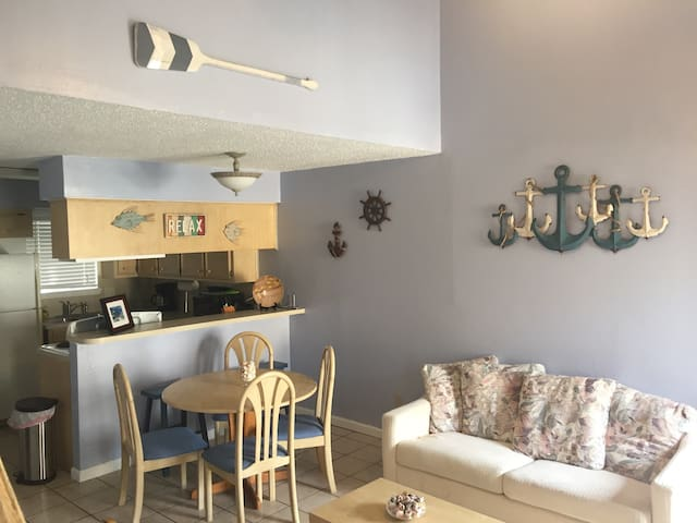 Colorful condo by the beach! - Corpus Christi - Condominium