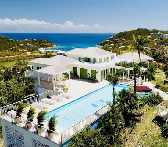 Last minute deal with stunning view & pool