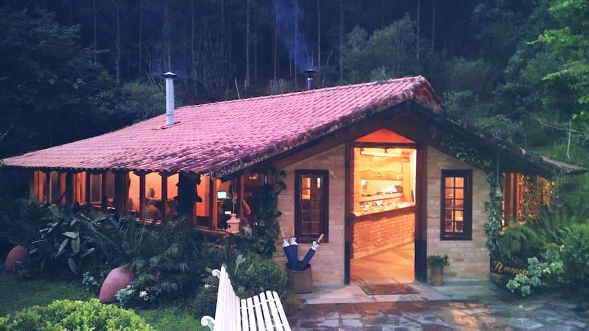 Casa do Lago  na Pousada da Oma - Cunha - Cabane