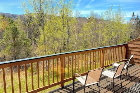MWP61: Fully Renovated Townhouse in Bretton Woods with Ski Slope Views, Free Shuttle, WiFi. PROFESSIONALLY MANAGED!