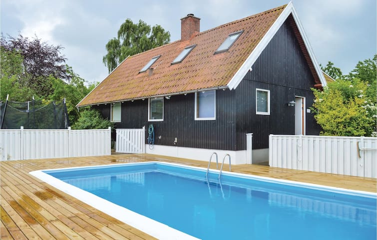 Holiday cottage with 4 bedrooms on 120m² in Græsted