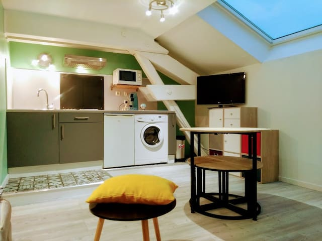 Studio neuf, hypercentre Villefranche