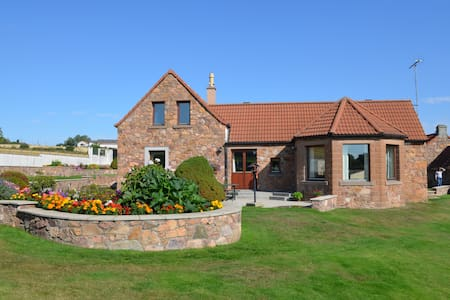 Luxury Contemporary Country House, near St Andrews
