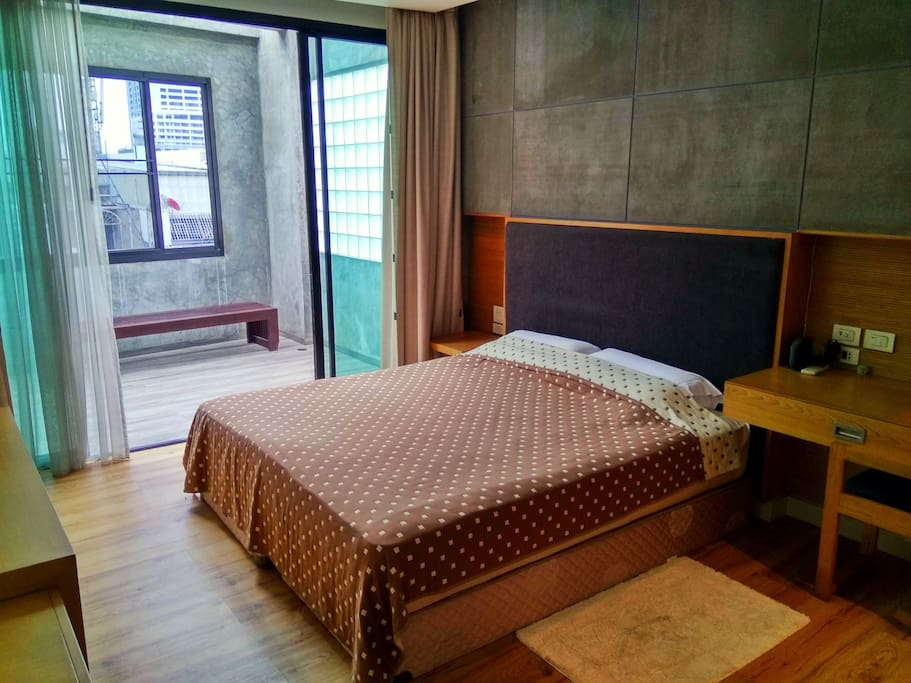 Mater bed Room with King Size Bed