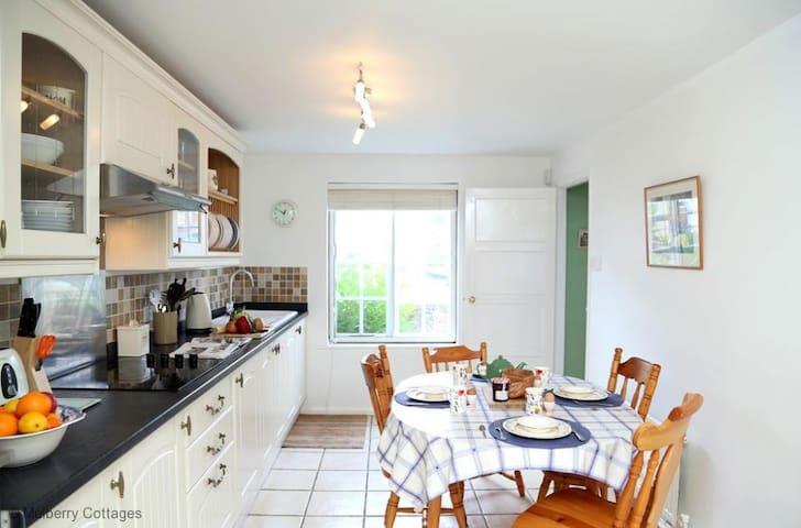 Winchelsea Cottage Sleeps 5 ideal for family seaside breaks - Winchelsea  - House