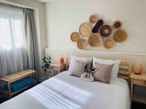 Stylish, cozy 1 bedroom suite