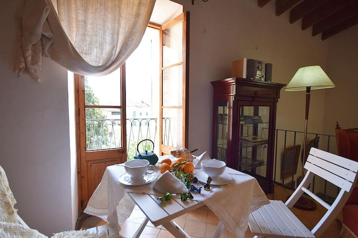 Central townhouse with sunny courtyard in Soller