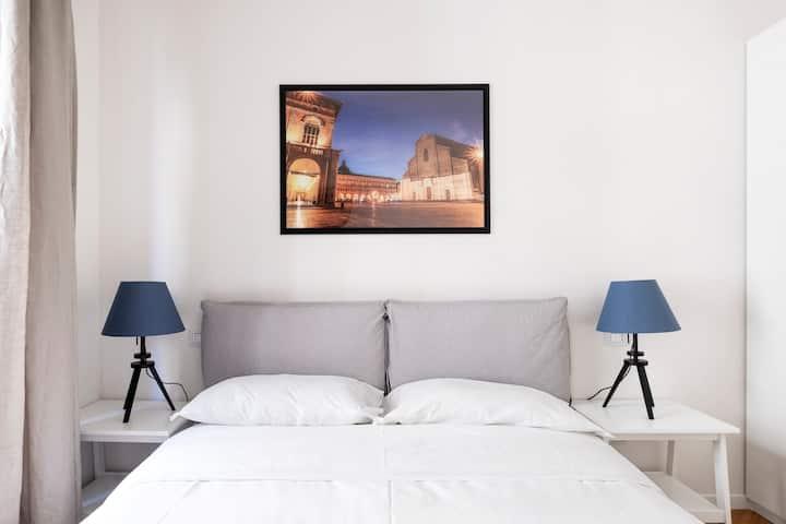 Fontana del Nettuno Apartment! Piazza Maggiore x4