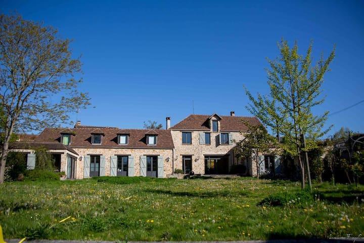 Logement 35km Paris jardin privatif accès piscine