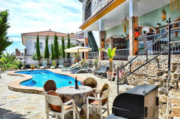 Rural Apartment Reina. Beautiful views and pool.