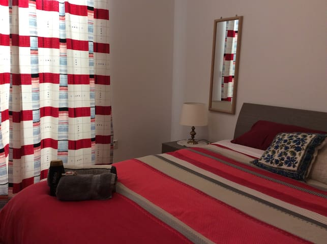 Comfy Double room with study area - Attard - House