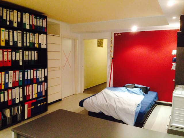 Nettes Zimmer im Souterrain - Kirchseeon - Talo