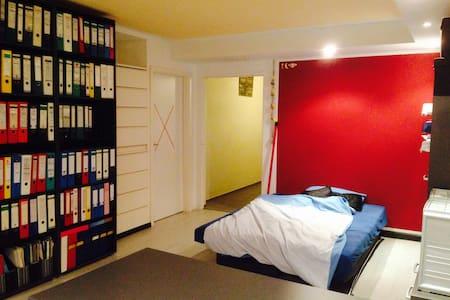 Nettes Zimmer im Souterrain - Kirchseeon - Haus