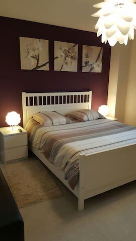 Chambre dans pavillon pour femme uniquement - Villefontaine - Haus