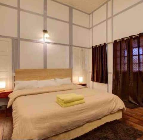 KYNJAI HOMESTAY VINTAGE SINGLE ROOM